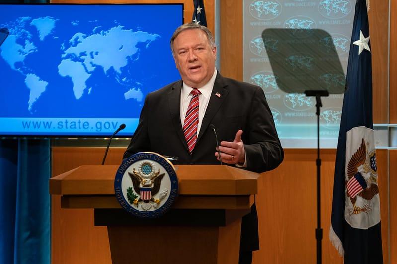 """Ngoại trưởng Mỹ Mike Pompeo chính thức tuyên bố Mỹ nhận định Hồng Kông """"không còn tự trị ở mức độ cao"""". Ảnh Ngoại trưởng Pompeo trong cuộc họp báo của Bộ ngoại giao Mỹ hôm 29/4/2020. (Ảnh từ Flickr Bộ Ngoại giao Mỹ)."""