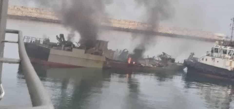 Tàu Iran bị trúng tên lửa khi đang tham gia tập trận hải quân tại Vịnh Oman hôm 9/5.