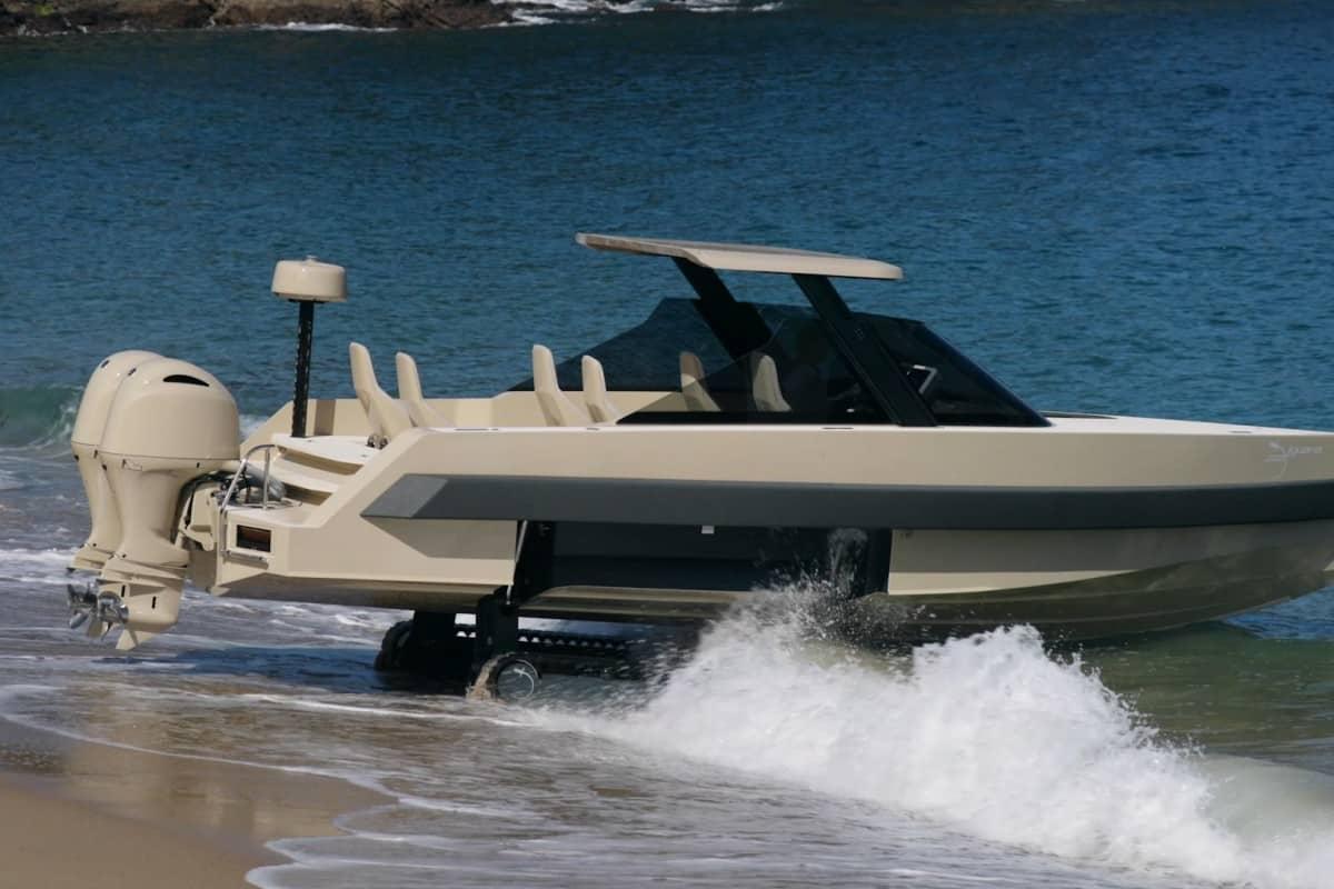 Limousine mui trần chạy được cả trên cạn và mặt nước