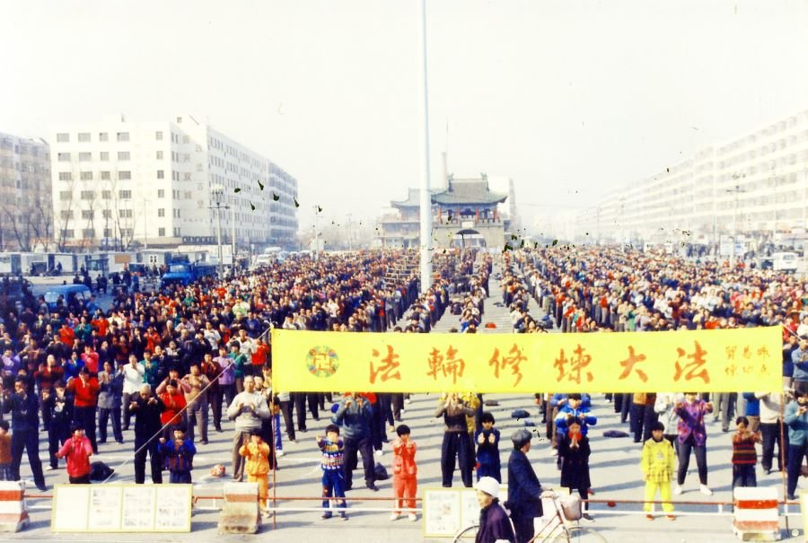 """Chút cảm nghĩ của """"người trong cuộc"""": Bước ngoặt của xã hội Trung Quốc 22 năm về trước"""