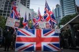 Người biểu tình Hồng Kông mang theo cờ Anh Quốc.