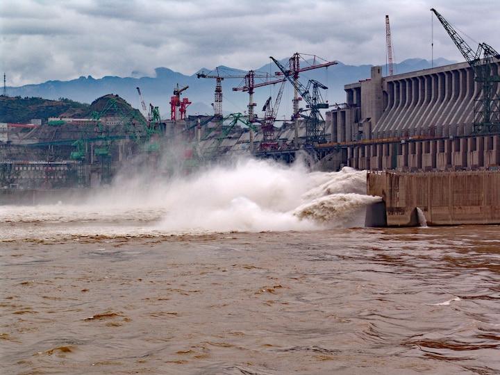 Một góc công trình đập Tam Hiệp trên sông Dương Tử. (Ảnh: Thomas Barrat/Shutterstock).