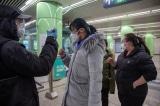 Bắc Kinh ngày 10/2/2020. Kiểm tra thân nhiệt hành khách tại ga tàu điện ngầm.