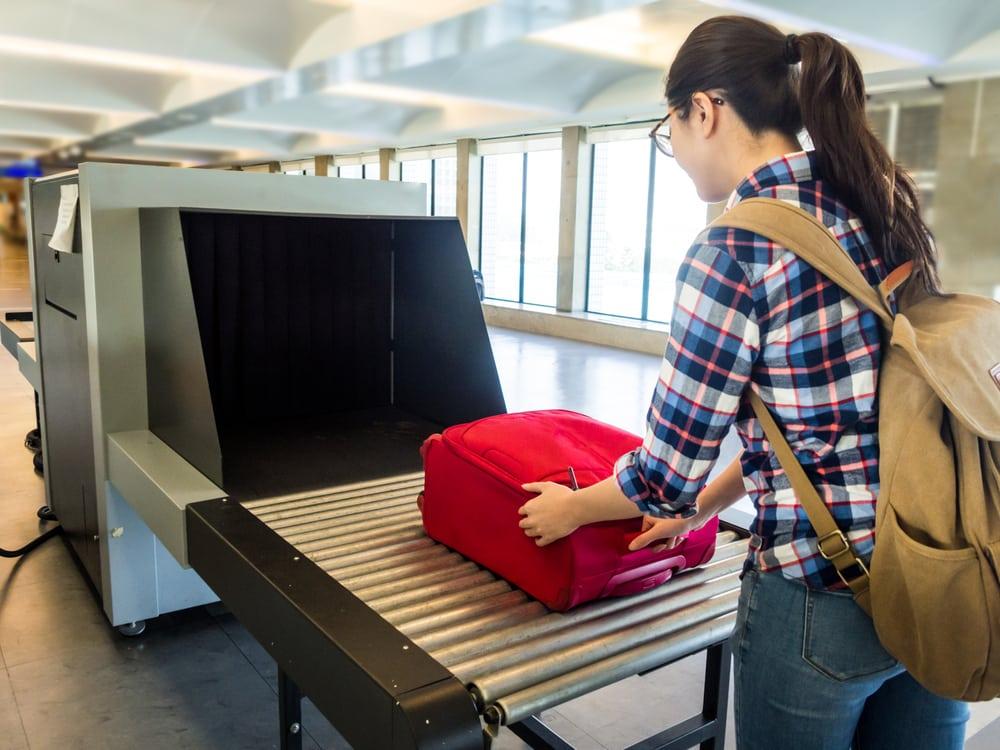 Máy quét an ninh X-ray tại sân bay.