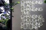 """""""Thay đổi nơi chốn, thay đổi thời gian, thay đổi nhận thức, thay đổi tương lai"""""""