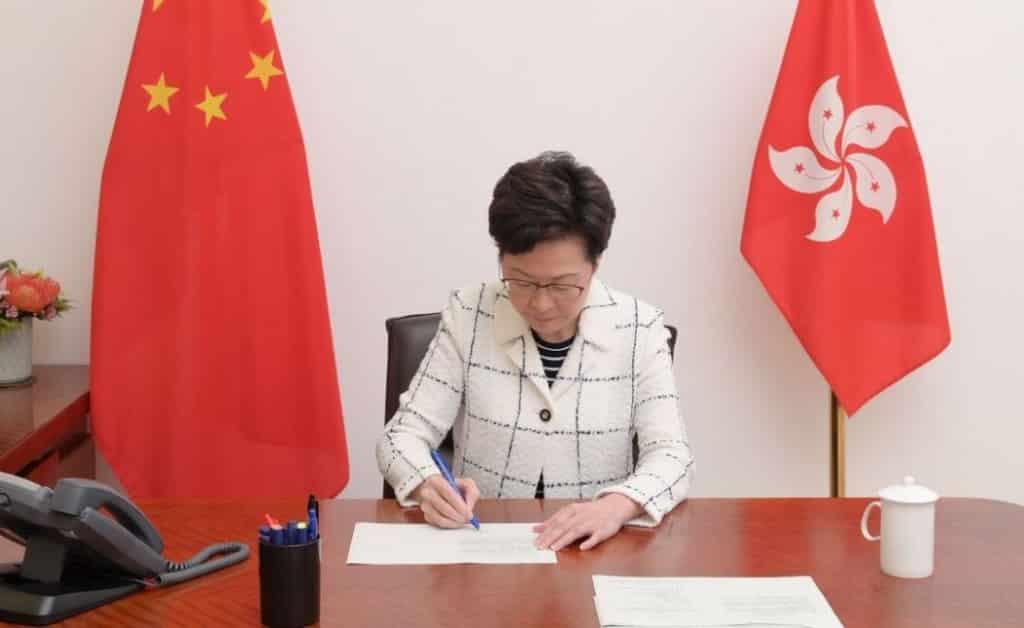 Trưởng Đặc khu Hồng Kông hàng năm phải báo cáo chính phủ Trung Quốc về tình hình an ninh quốc gia Hồng Kông.