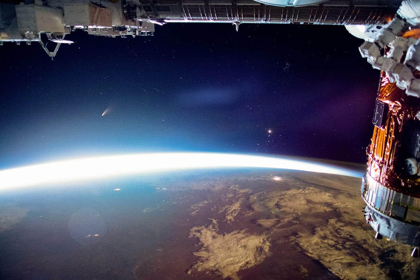Sao chổi Neowise bay lên khỏi Trái Đất