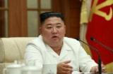 """Kim Jong-un """"rơi lệ"""" hiếm thấy, Tập Cận Bình chúc mừng có ý gì?"""