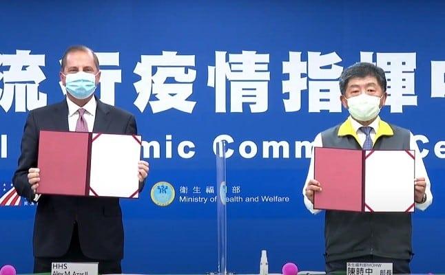 Bộ trưởng Y tế Mỹ Alex Azar và Bộ trưởng Y tế Đài Loan Chen Shih-chung.