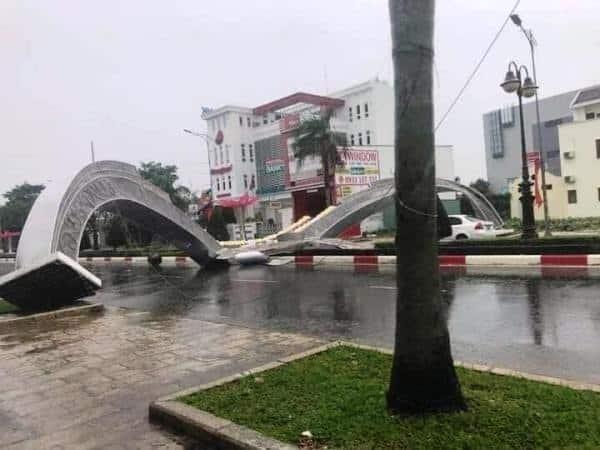 cổng hoa Bà Rịa bị sập
