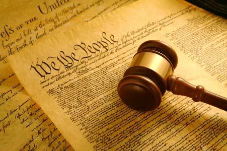 Vì sao xã hội hoàng quyền xưa không cần có hiến pháp?