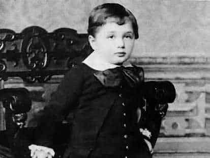 albert einstein, nhà bác học albert einstein, albert einstein quote , những câu nói của albert einstein, nhà khoa học albert einstein, Albert Einstein còn nhỏ, Albert Einstein lúc nhỏ