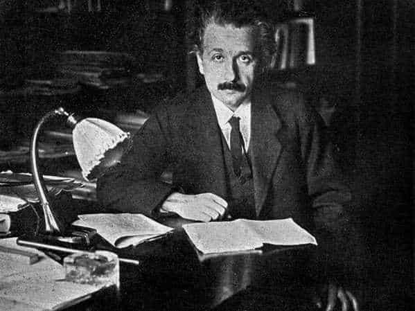 những câu nói của albert einstein, nhà khoa học albert einstein, những câu nói bất hủ của albert einstein, những câu nói nổi tiếng của albert einstein, danh ngôn của albert einstein Albert Einstein