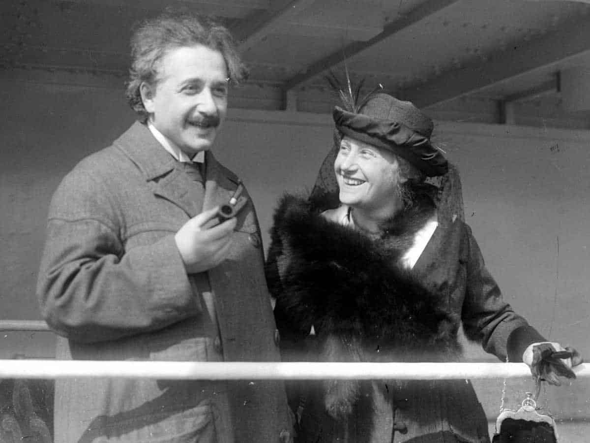 những câu nói nổi tiếng của Albert Einstein, danh ngôn của Albert Einstein