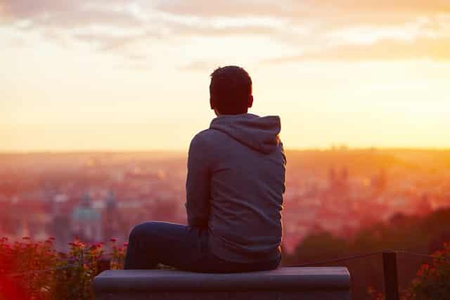 ở một mình, cô đơn