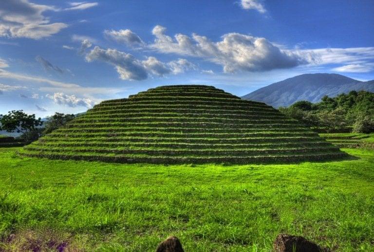 Kim tự tháp hình tròn ở di chỉ khảo cổ Guachimontones, Mexico. (Wikimedia)