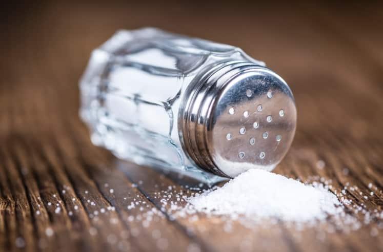 5 dấu hiệu cơ thể cảnh báo bạn đã ăn quá nhiều muối