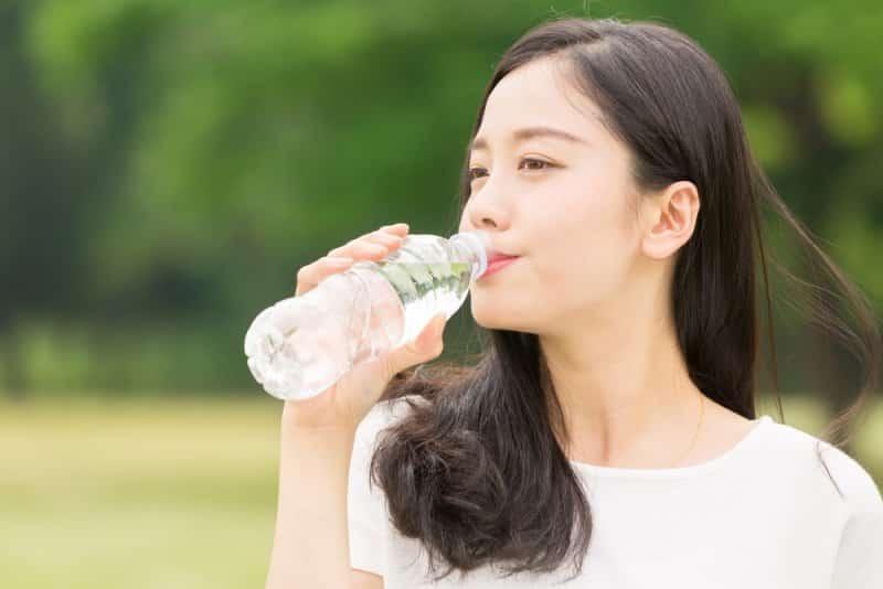uống nước, khô mắt