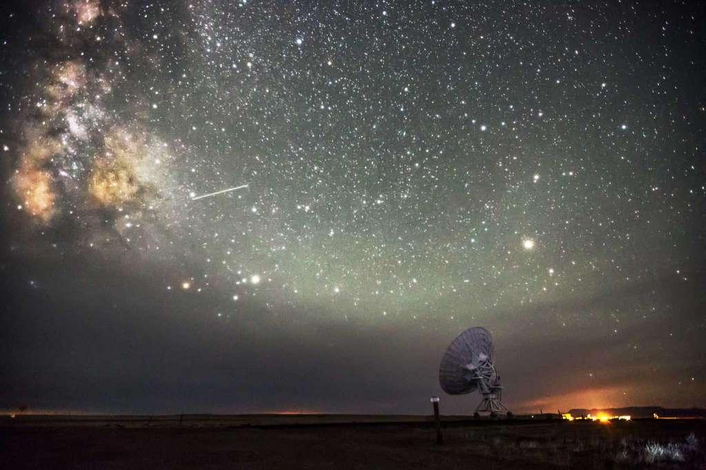 Bầu trời đêm ở bang New Mexico. (Ảnh: Harun Mehmedinovic và Gavin Heffernan/SKYGLOW)
