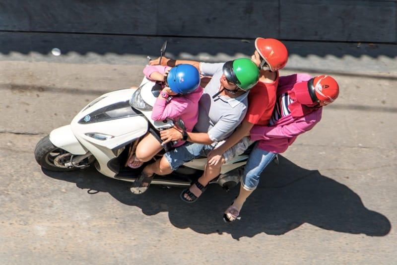 giáo dục trẻ em, giáo dục khai phóng, vi phạm luật giao thông