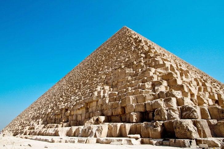 Bề mặt kim tự tháp Giza ngày nay. (Ảnh: Inhabit.com)