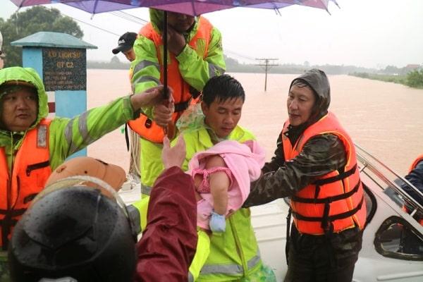 mưa lũ miền Trung, Việt Nam