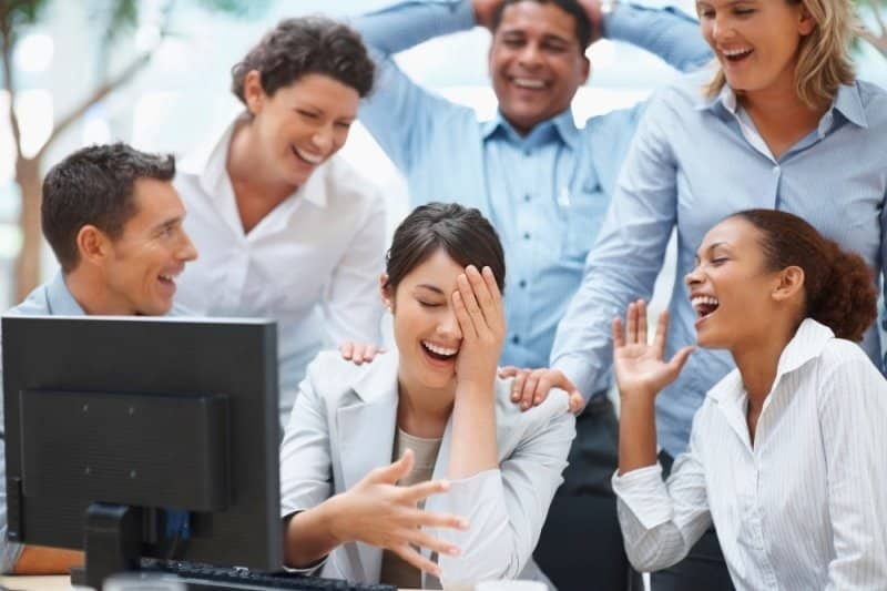(Ảnh: Shutterstock) nói chuyện cười