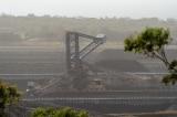 Căng thẳng gia tăng, Trung Quốc cấm nhập khẩu than từ Úc