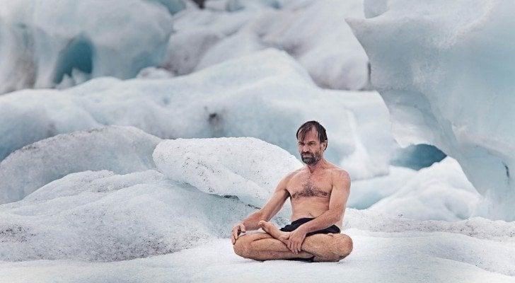 Hành giả yogi Wim Hof có thể ngồi thiền trong băng 2 giờ mà thân nhiệt bên trong không hề thay đổi