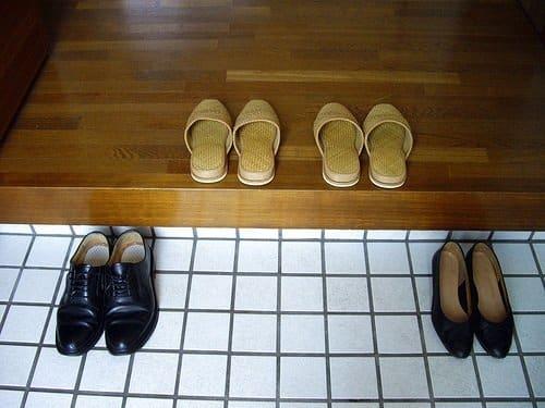người Nhật cởi giày