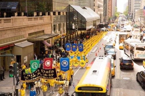 Cuộc thỉnh nguyện chấn động Trung Nam Hải và cuộc diễu hành cảm động Nhà Trắng