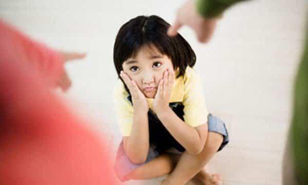 Kết quả hình ảnh cho bố mẹ chửi con trước mặt người khác