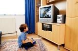 cứu mạng cả nhà, xem TV