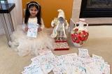 Bé gái dùng tiền heo đất làm 200 thiệp tặng cư dân viện dưỡng lão
