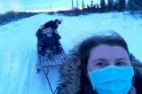 Y tá Mỹ băng gió tuyết -5 độ C để đi tiêm vắc-xin cho người dân Alaska