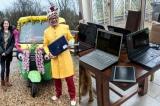Ông giáo sửa nhiều máy tính cũ tặng học sinh nghèo học online mùa dịch