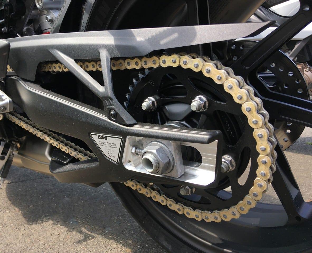 BMW: Sên xe môtô không bao giờ cần bôi trơn hay điều chỉnh