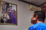Người chồng si tình đợi ngày y học giúp vợ hồi sinh