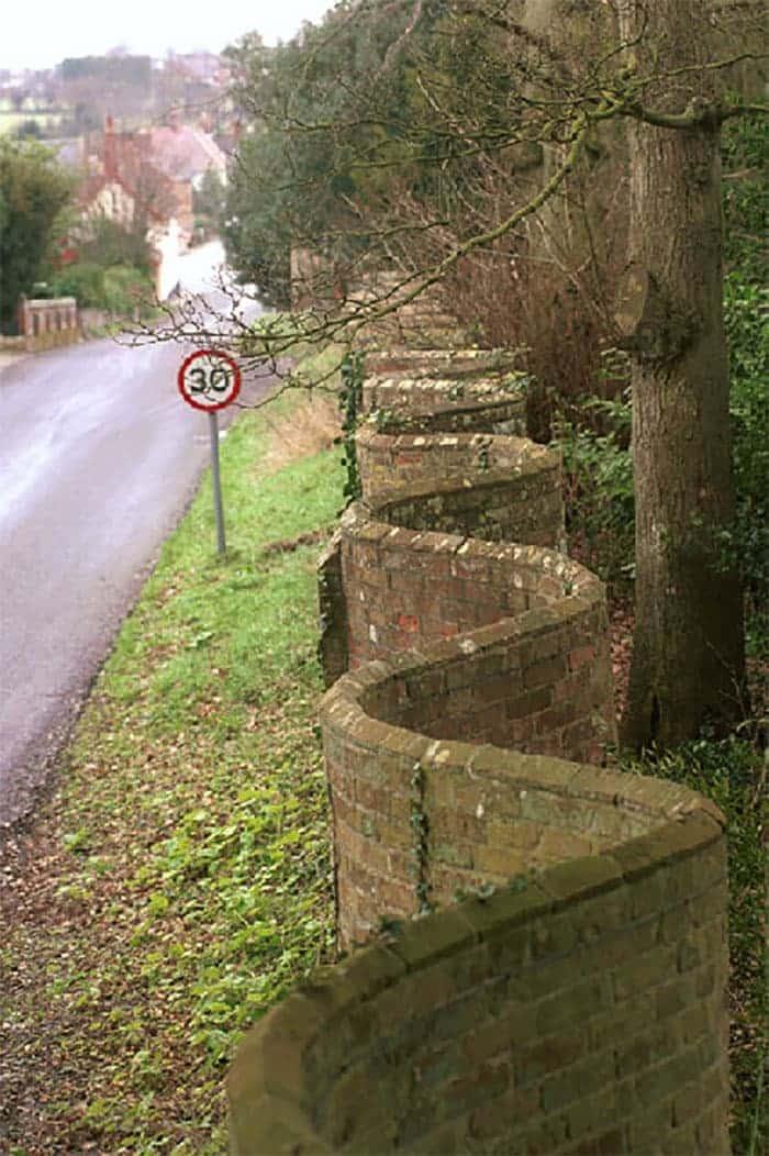 """Một """"đặc sản"""" của vùng Suffolk, Anh Quốc: Những bức tường lượn sóng"""