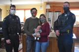 Cảnh sát 911 Mỹ giúp sản phụ hạ sinh bé trai ngay tại nhà