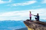 Cặp đôi gặp nạn và sống sót sau màn cầu hôn trên đỉnh núi