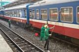 2020: Công nhân đường sắt nghỉ cầm chừng hoặc bị cắt 5-13 ngày lương/tháng