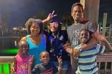 Đôi vợ chồng ở Texas nhận nuôi 4 anh chị em cơ nhỡ