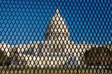 Các dân biểu Cộng hòa kêu gọi bà Pelosi loại bỏ tường rào quanh điện Capitol