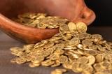 Người nông dân Anh trở thành triệu phú nhờ đào được kho tiền vàng