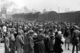 Đối mặt với tội ác diệt chủng, người Đức thất hứa vì lợi ích kinh tế