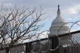 """Dân biểu Norton: Hàng rào dây thép khiến Điện Capitol trông giống """"trại tập trung"""""""