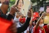 Chính quyền quân sự Myanmar cắt internet khi binh lính nổ súng giải tán biểu tình