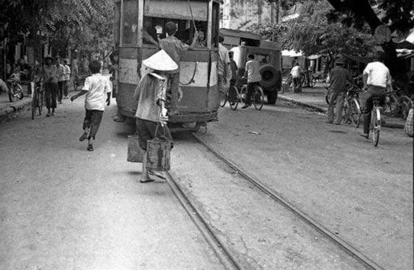 Tầu điện leng keng Hà Nội xưa (Ảnh)