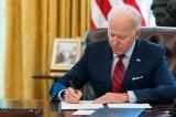 Chính quyền Biden đang phát triển hộ chiếu vắc-xin có thể hiển thị mã quét tương tự thẻ lên máy bay